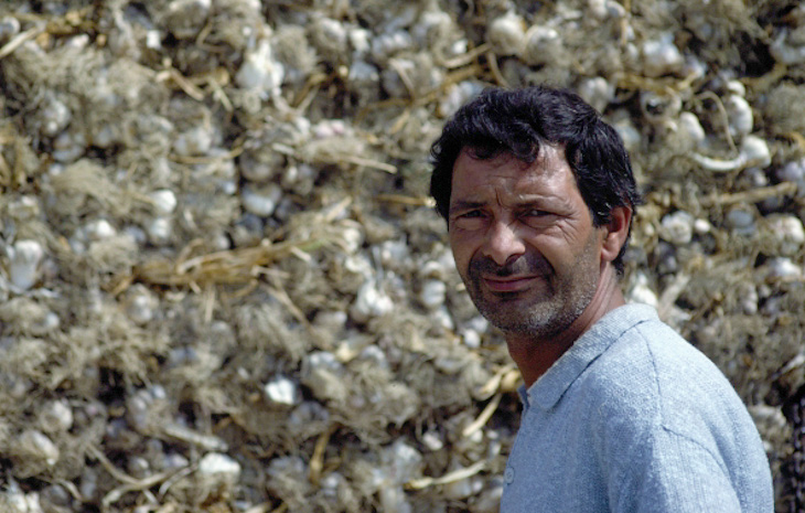 Elba, Capoliveri, garlic salesman